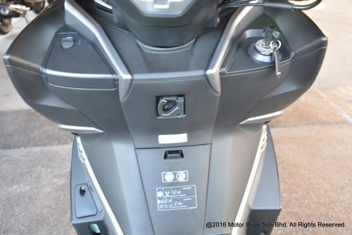 Kawasaki J300 (10)