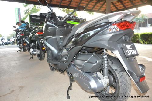 Kawasaki J300 (12)